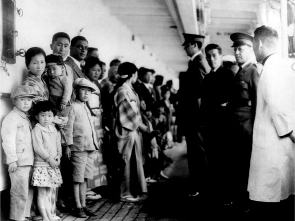 Emigrants on ship